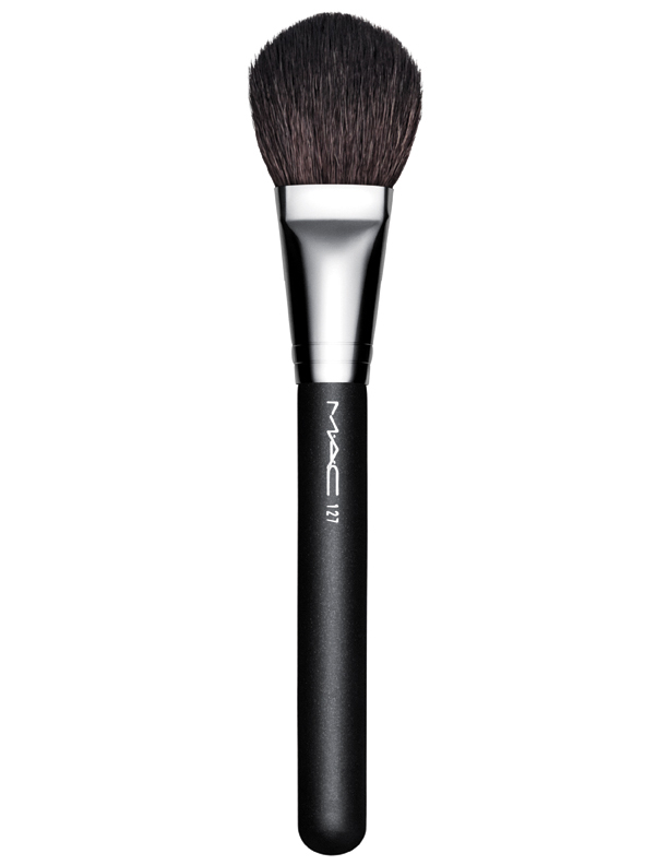 2-mac-in-the-spotlight_127-split-fibre-face-brush_frontside